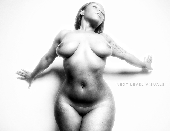 nude-art-in-black-and-white