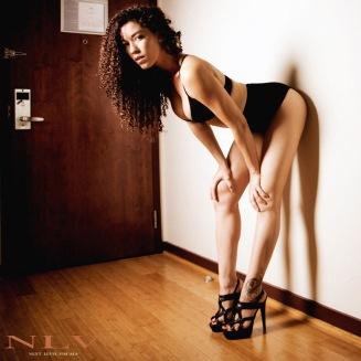 amelia-sexy-legs-heels-2