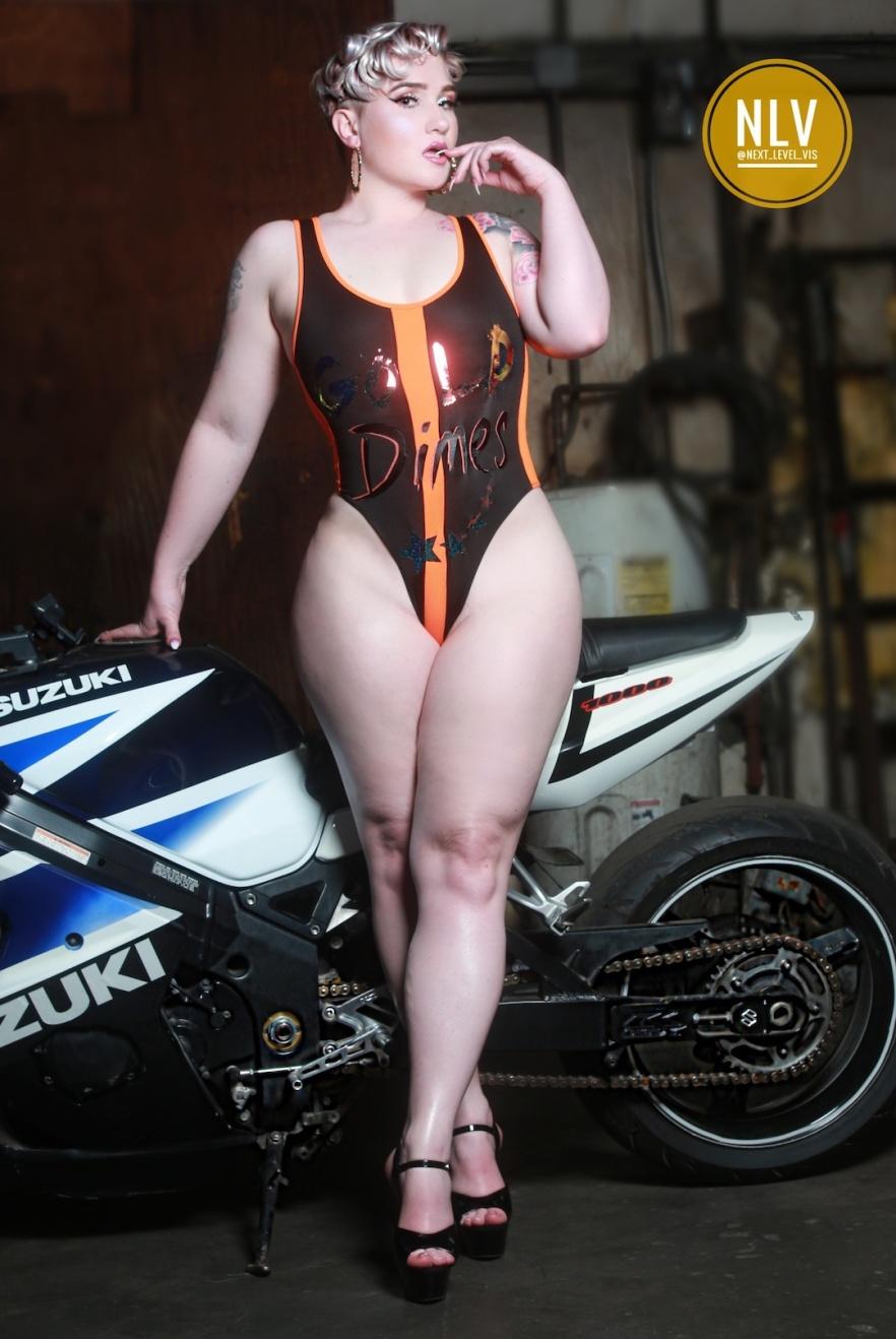 toveyah-sexy-bike-babe