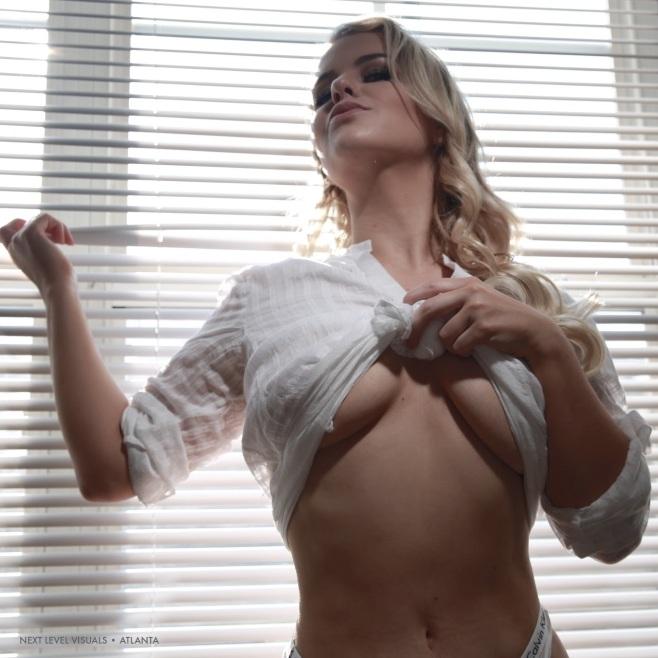 slim-thick-blonde-3
