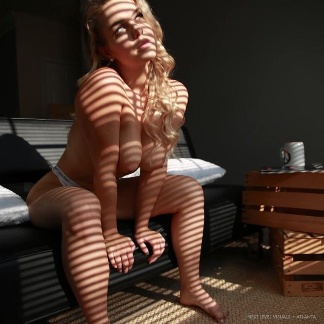 slim-thick-blonde-5