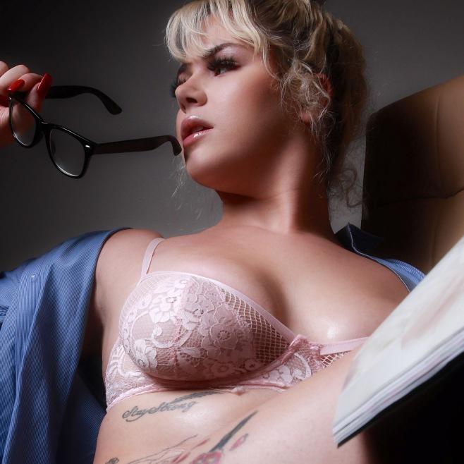 lingerie-model-plus-size-2
