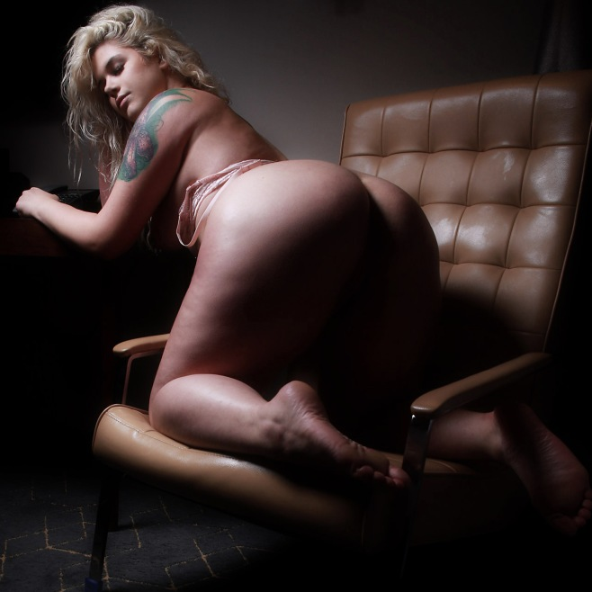 lingerie-model-plus-size-3